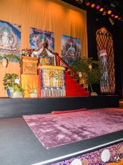 Jeg havde lovet tæppeleverandøren at prøve at få et par billeder af scenen med tæpperne.